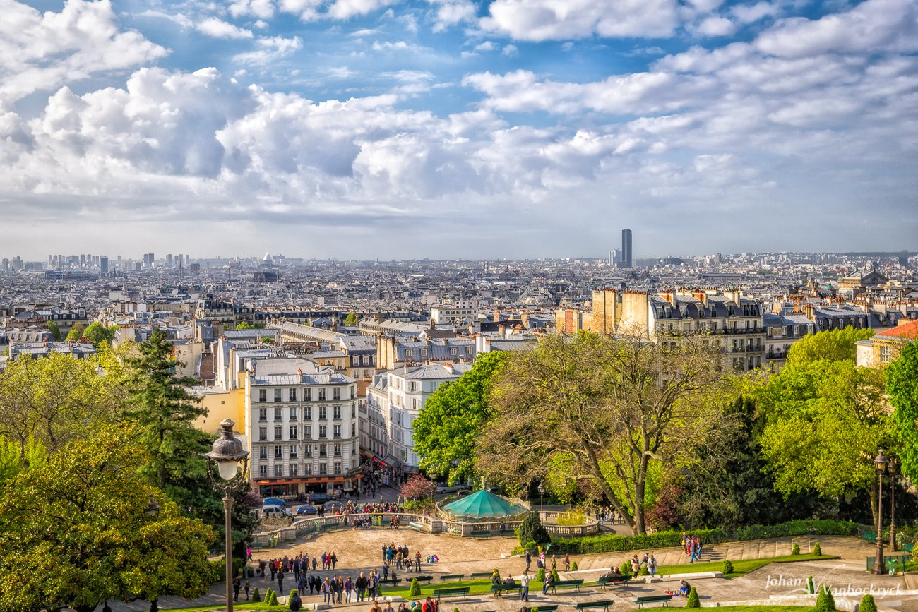 A view over paris as seen from atop the hill of Montmartre in front of the Sacré-Cœur
